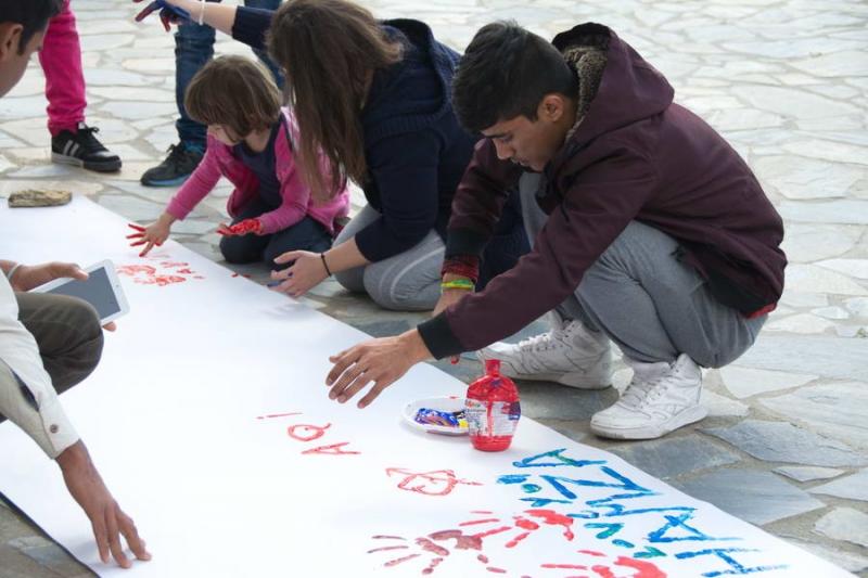Η εμπειρία μας έδειξε πως τα παιδιά εύκολα μοιράζονται το χρόνο, τη δυσκολία και τη χαρά γιατί δεν έχουν προκαταλήψεις.